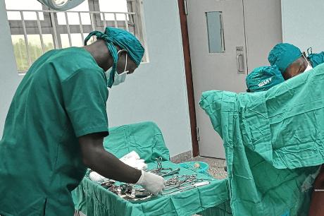 surgeons-in-uganda-in-an-operating-room