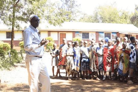 denge-lugayo-talks-to-school-girls-about-FGM